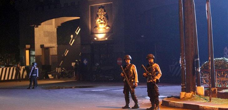 Aparat Brimob saat berjaga di Mako Kelapa Dua, Depok, Jabar. /Foto: via Jawapos