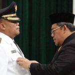 Kabiro Pelayanan Pengembangan Sosial Setda provinsi Jawa Barat, Dadi Iskandar saat dilantik menjadi penjabat Walikota Sukabumi oleh Gubenur Jawa Barat Ahmad Heryawan di Aula Gedung Sate, Minggu (13/5).