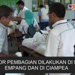 Ribuan warga Bogor bergiliran mengambil sembako dari zakat para pegawai PLN.