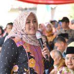 Bupati Bekasi Neneng Hasanah Yasin saat menghadiri kegiatan halalbihalal di Kecamatan Sukawangi. Foto : Humas Pemkab Bekasi for Pojoksatu