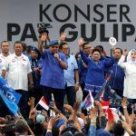 """Ketum Partai Demokrat, SBY menghadiri konser """"Pat Gulipat Deddy-Dedi'' di lapangan Kresna, Bantarjati, Kota Bogor, Sabtu (23/6/18)."""