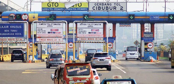 DIBERLAKUKAN KEMBALI: Sejumlah kendaraan saat akan memasuki gerbang Tol Cibubur 2. Badan Pengelola Tranportasi Jabodetabek (BPTJ) pada 21 Juni akan mulai memberlakukan kembali penerapan sistem ganjil genap.. Ahmad Fachry/Radar Depok