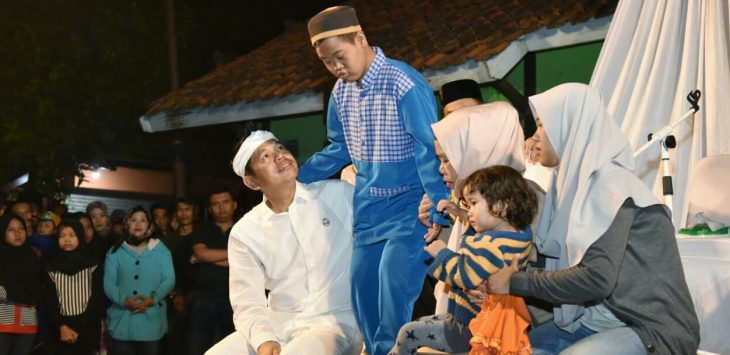 Dedi Mulyadi bersama adik barunya./Foto: Istimewa