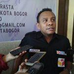 Ketua Panwaslu, Kota Bogor, Yustinus Eliyas, Mau foto/adi