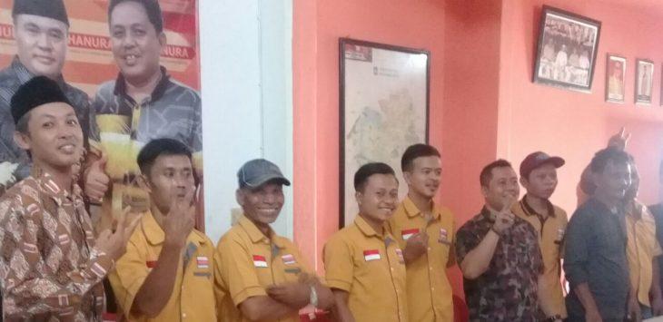 Para kader Partai Hanura Purwakarta saat foto bersama./Foto: Ade