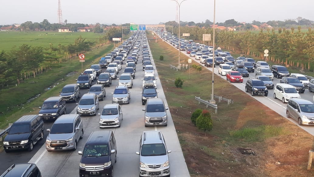 Kepadatan kendaraan tol Cipali menuju GT Palimanan. Foto: Alwi