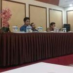 Panwaslu Kabupaten Purwakarta, saat bertemu dengan puluhan wartawan Purwakarta dan Pemantau pemilu di salah satu hotel yang ada di Purwakarta.