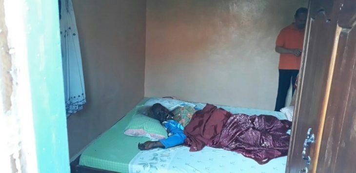 Mayat yang ditemukan warga bernama Nunung Sunengsih (60), hidup seorang diri dirumahnya.