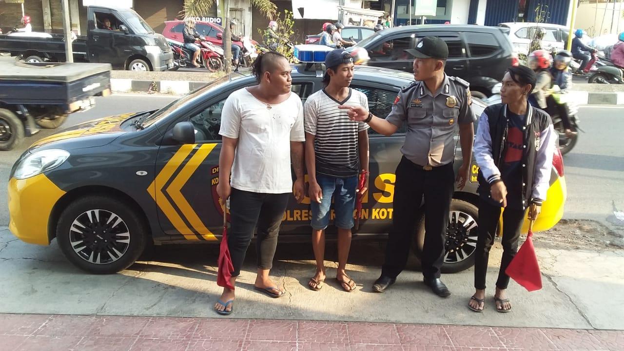 Anggota Polsek Kedawung bina orang diduga bikin resah./Foto: Alwi