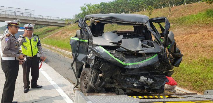 Salah satu ringsek saat kecelakaan di Tol Cipali Purwakarta, foto/ade