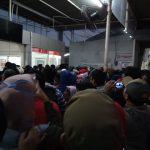 Suasana hari pertama penggunaan tiket kertas di Stasiun Depok, Senin (23/8/2018)