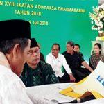 SAH: Salah satu pasangan nikah gratis Kejagung asal Cinere, mengikuti prosesi pernikahan pada umumnya di Masjid Baitul Adli, Kebayoran Baru, Jakarta Selatan kemarin. Fahmi/Radar Depok