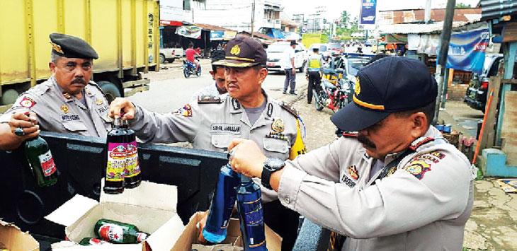 KKYD: Polsek Pamulihan menggelar kegiatan kepolisian yang ditingkatan (KKYD) dengan sasaran penjual miras di wilayah Kecamatan Pamulihan, Sabtu (7/7). Ist