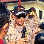 MENJELASKAN: Kapolri Jendral Muhammad Tito Karnavian menjelaskan kepada awak media terkait teroris di Mako Brimob Kelapa Dua, Kota Depok, Jawa Barat, Senin (16/7). Irwan/Radar Depok