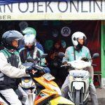 AKTIFITAS OJEK DARING: Sejumlah pengemudi ojek daring saat beraktifitas di kawasan Jalan Baru Plenongan, Kecamatan Pancoranmas. Ahmad FAchry/Radar Depok