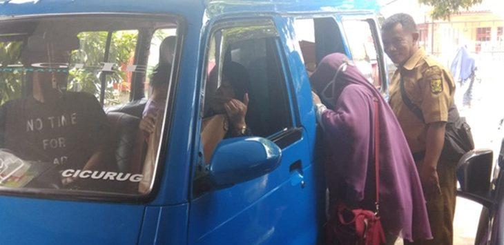 Usai Jalan Pemeriksaan Keluarga Terduga Teroris Dipulangkan./Foto: Metropolitan