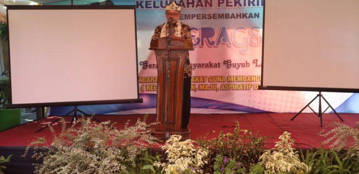 Sekda Kota Cirebon, Asep Dedi, saat memberi sambutan kepada masyarakat Kelurahan Pekiringan dalam lomba kelurahan tingkat nasional. Foto: Alwi