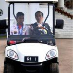 Presiden Jokowi saat menyupiri Lalu Muhammad Zohrii