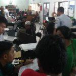 PELAYANAN: Suasana di Dinas Kependudukan dan Catatan Sipil Kabupaten Cianjur. Sejumlah warga sesalkan penjualan map adminduk