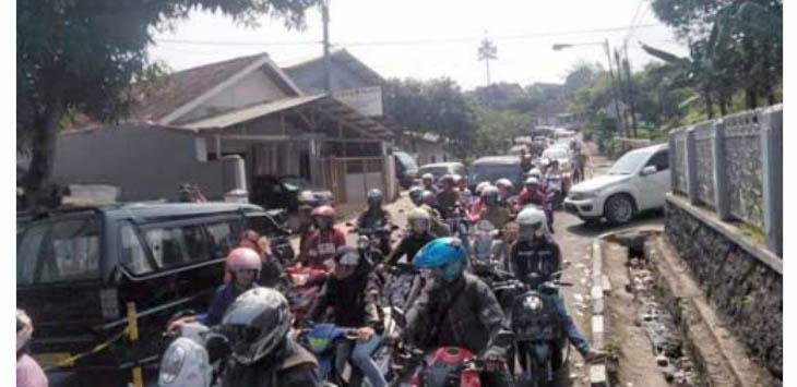 macet di Jalan RH Didi Sukardi
