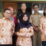 Empat Pemuda Wakili Kota Sukabumi di Tingkat Provinsi   FOTO BERSAMA: Empat Pemuda Pelopor berfoto bersama dengan jajaran Dispora Bidang Kepemudaan sebelum berangkat ke tingkat Provinsi, Senin (16/7).