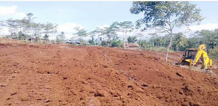 PEMBANGUNAN: Lokasi pembangunan sirkuitMotor Cross yang berada di Kampung Padaraang, Desa Kebonmanggu, Kecamatan Gunungguruh sudah berlangsung 80 persen.