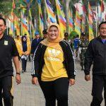 Bupati Bekasi Neneng Hasanah Yasin bersama unsur muspida mengikuti gerak jalan. Foto : Humas Pemkab Bekasi for Pojoksatu
