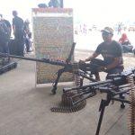 Pameran Alat Utama Sistem Pertahanan (Alut Sista) di Landasan Udara Atang Sanjaya, Sabtu (25/08/2018). Ini adalah sejumlah senjata yang biasa digunakan tentara saat bertugas. FOTO: Adi Wirman/Pojokjabar