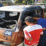 Angkot trayek 06 yang hangus terbakar di Jl. Sebelas April, Lingk. Desa Rancamulya, Kec. Sumedang Utara, Selasa (14/8). Panji / Radar Sume dang