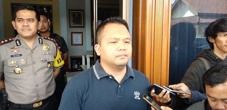 Direskrimum Polda Jabar, Kombes Umar Surya Fana, saat memberikan keterangan di Mako Polres Cirebon Kota./Foto: Alwi