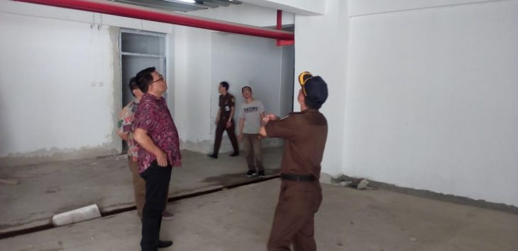 Tim Kejagung pantau gedung 8 lantai Pemkot Cirebon, Kamis (09/08/2018). FOTO: Alwi/Pojokjabar