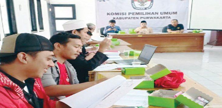 RAPAT PLENO: KPU menetapkan 616 DCS anggota DPRD Kabupaten Purwakarta.