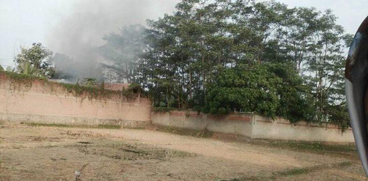 Kebakaran Gudang Toko Bangunan di Citeko Purwakarta, Selasa (7/8/2018)./Foto: Istimewa