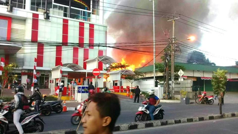 Kebakaran Transmart Depok./Foto: Facebook