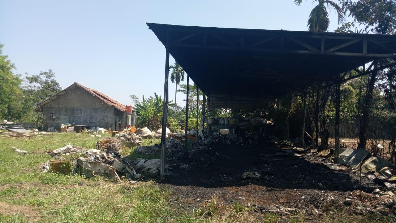 Kondisi lokasi kebakaran di Kampung Muara Beres, Senin (6/8/2018) pagi./Foto: Unang