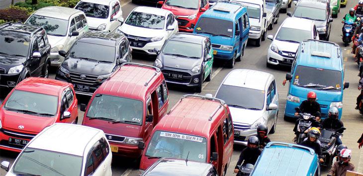 AKAN SEGERA RAMPUNG: Sejumlah kendaraan saat melintas di kawasan Jalan Margonda Raya. Rencana ganjil genap di Jalan Margonda. Dinas Perhubungan (Dishub) Depok tengah dalam tahapan kajian dan akan rampung dalam dua minggu. Ahmad Fachry/Radar Depok