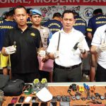 DIAMANKAN: Tujuh pelaku komplotan spesialis pencurian perumahan di Kota Depok diamankan Polresta Depok, senin (20/8). IRWAN /RADAR DEPOK