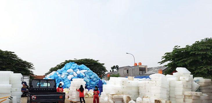 DIPROTES: Suasana pabrik pewangi laundry yang diprotes warga di kawasan Jalan Keadilan, Kelurahan Rangkapan Jaya Baru, Kecamatan Pancoranmas. Ahmad Fachry/Radar Depok