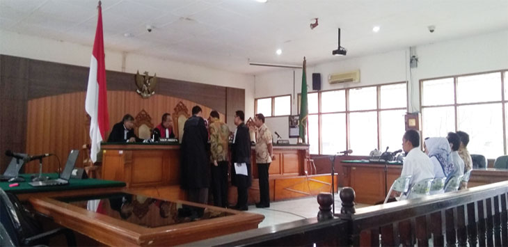 PERSIDANGAN: Proses persidangan lanjutan kasus OTT Bupati Subang Imas Aryumningsih di Jalan R.E Martadinata, Kota Bandung, Rabu (8/8). AZZIS ZULKHAIRIL/ RADAR BANDUNG