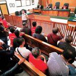PEMBACAAN DUPLIK: Suasana sidang Deden Verzet dalam agenda pembacaan duplik dari tergugat di Pengadilan Negeri Kota Depok, kemarin. AHMAD FACHRY/RADAR DEPOK