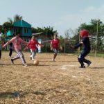 epak Bola  RADARCIANJUR.com - Suasana Hari Kemerdekaan Republik Indonesia masih hangat dan masih dimeriahkan oleh masyarakat di beberapa wilayah yang ada di Kabupaten Cianjur. Seperti halnya dimeriahkan oleh Ibu-ibu di Desa Cikancana, Kecamatan Gekbrong, dengan menggelar lomba sepak bola.