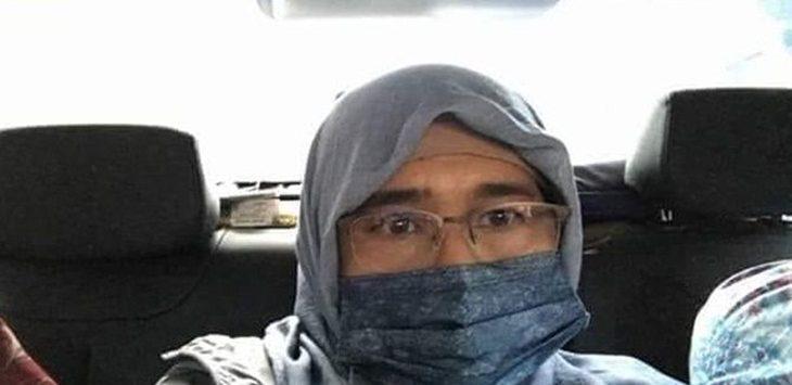 Neno Warisman saat berada di dalam mobil sesaat akan meninggalkan Bandara SSK II Pekanbaru, Riau, pada Sabtu (25/8) sore./Foto: jpc