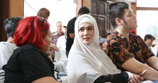 Mulan Jameela dan El Temani Ahmad Dhani Jalani Sidang