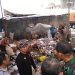 Walikota Bogor, Bima Arya Sugiarto melakukan penyisiran ke sungai Ciliwung di seputaran Kebon Raya dan Pasar Bogor, Rabu (26/09/2018). Istimewa