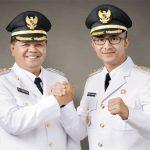 SALAM KOMANDO : Bupati Bandung Barat, Aa Umbara Sutisna dan Wabup Bandung Barat, Hengki Kurniawan salam komando. Ist