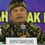 SAMBUTAN: Bupati Bandung, Dadang Naser pada salah satu acara. Ist