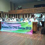 Ratusan Guru Honorer Asal Kota Bogor mendatangi kantor DPRD Kota Bogor, Kamis (20/09/2018)