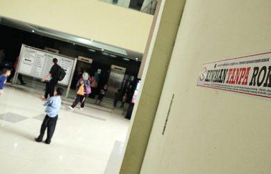 HIMBAUAN: Tampak terlihat stiker himbauan Kawasan Tanpa Rokok (KTR) di lingkungan Balaikota Depok, Jumat (21/9)/18. Ahmad Fachry/Radar Depok