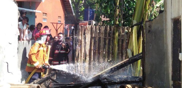 Kebakaran rumah di Desa Malang Nengah, Kecamatan Sukatani, Minggu (9/9/2018)./Foto: Rmol