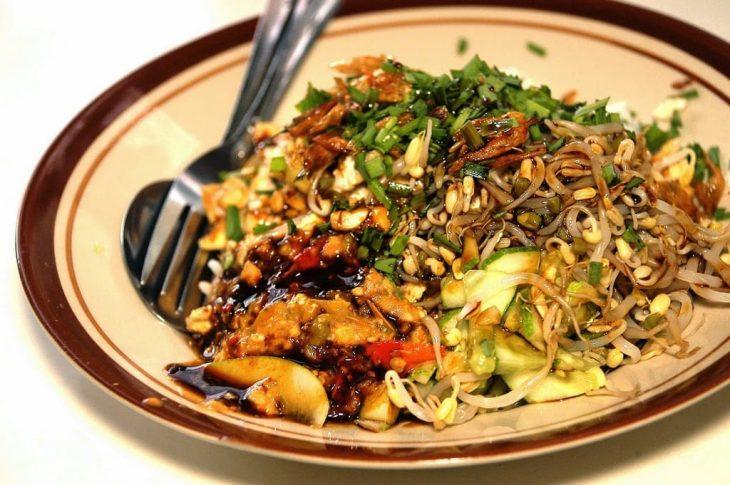 Nasi lengko atau sega lengko khas Cirebon